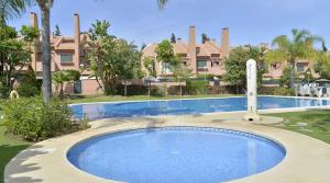 5 bedroom Townhouse for sale in Los Monteros