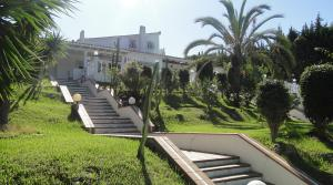 13 bedroom Villa for sale in Las Chapas