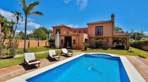 6 bedroom Villa for sale in Guadalmina Baja
