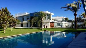 7 bedroom Villa for sale in Guadalmina Baja