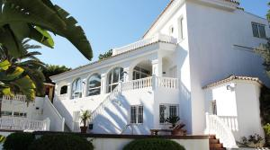 5 bedroom Villa for sale in Elviria