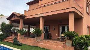 8 bedroom Villa for sale in Elviria