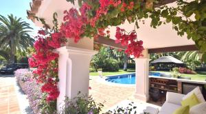 5 bedroom Villa for sale in Estepona